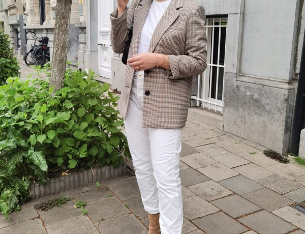 Wearing: T-shirt Another Label via Brantano — Blazer Lena Gercke via About You — Jeans Sézane — Boots Sacha Shoes — Handbag Mango